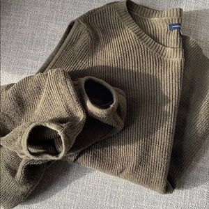 Sweater Top with cut out sleeve